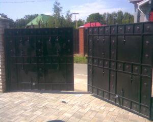Распашные ворота с электроприводом в Чехове